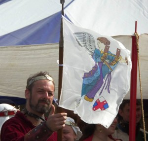 Baron Loyola holds the banner, depicting Nike the Goddess of Victory, representing the Barony of Rowany and allies win for Lochac's inaugral Olympiad. Photo by Marozia moglie di Basilio Bracciolini, April 2014
