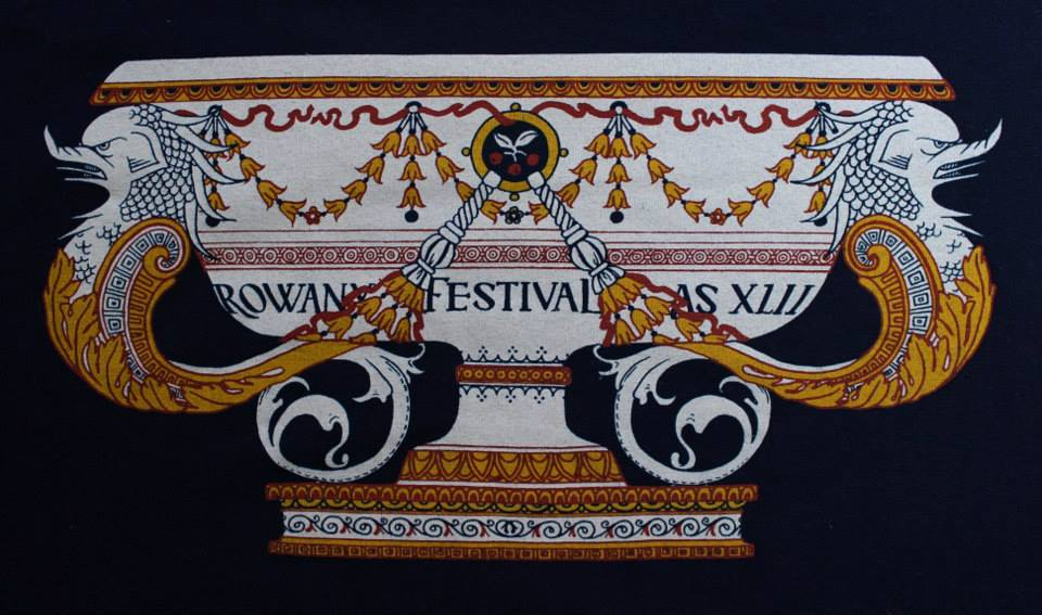 The Rowany Festival t-shirt design for AS42 is of a majolica cistern. Photo and design by Lady Eloise Darnell