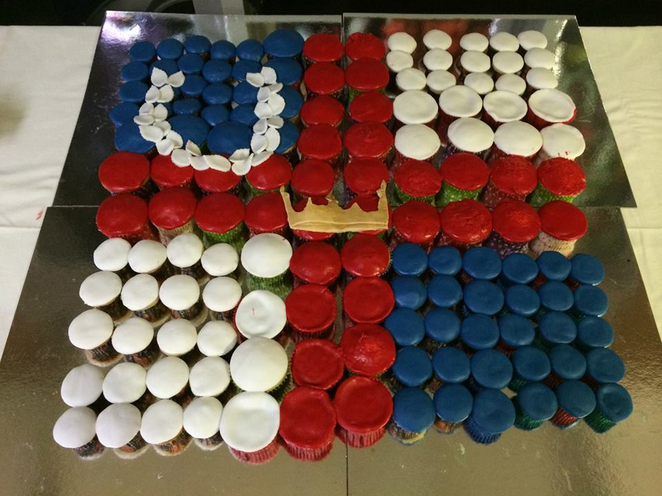 Cupcakes arranged to make the device of the Kingdom of Lochac. Photo by THL Ceara Shionnach May 2014