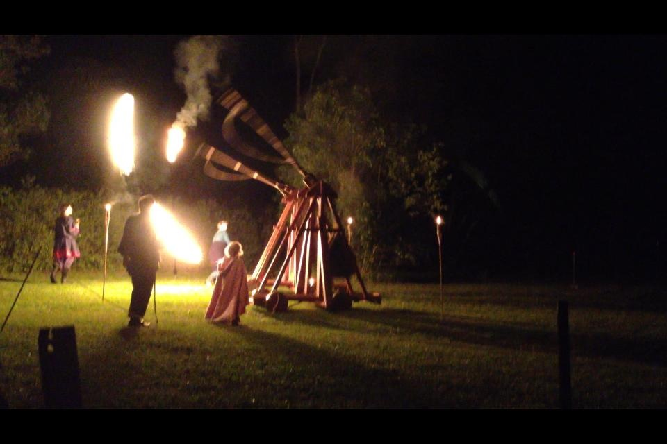 Flaming trebuchet photo by Wintherus Alban June 2014