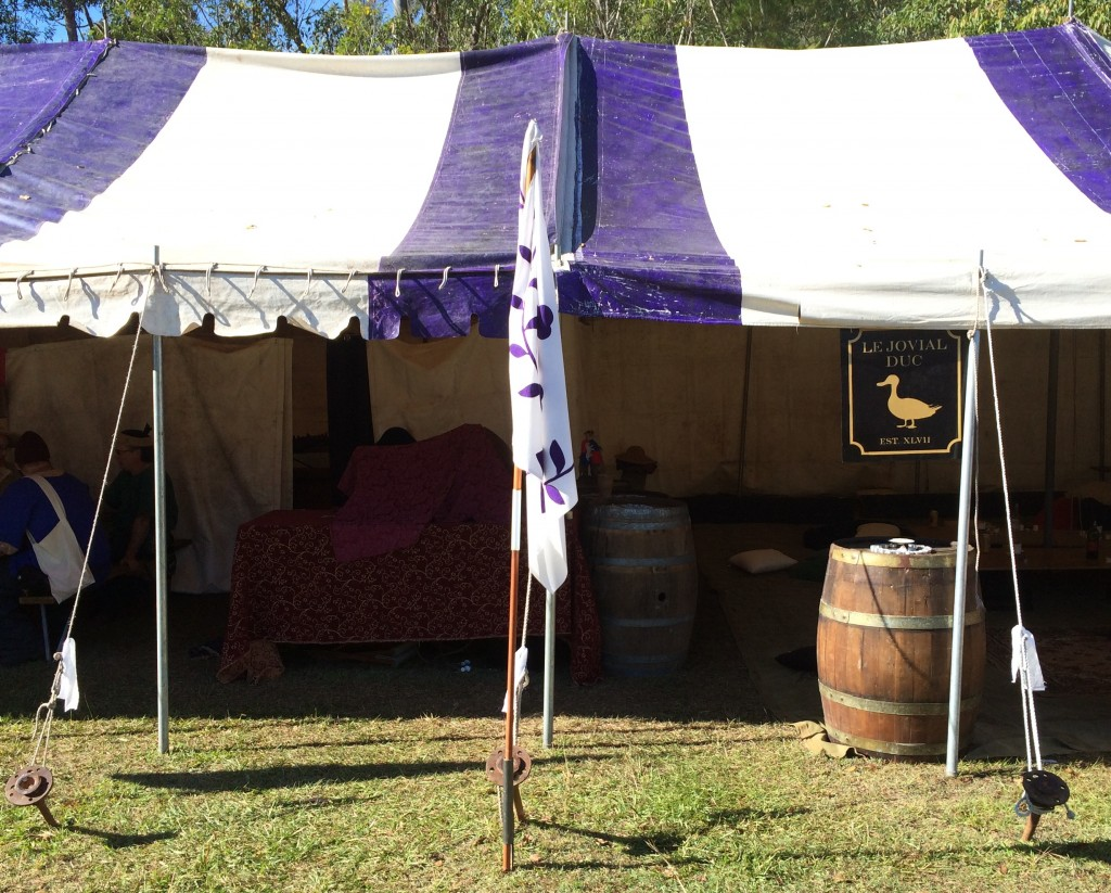 Jolly Duke Tavern providing home-brewed, period cider and beer to the populace. Photo by TH Lady Ceara Shionnach, June 2014