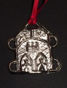 The pewter event token was made by the College of St Andronicus. Photo by TH Lady Ceara Shionnach, July 2014