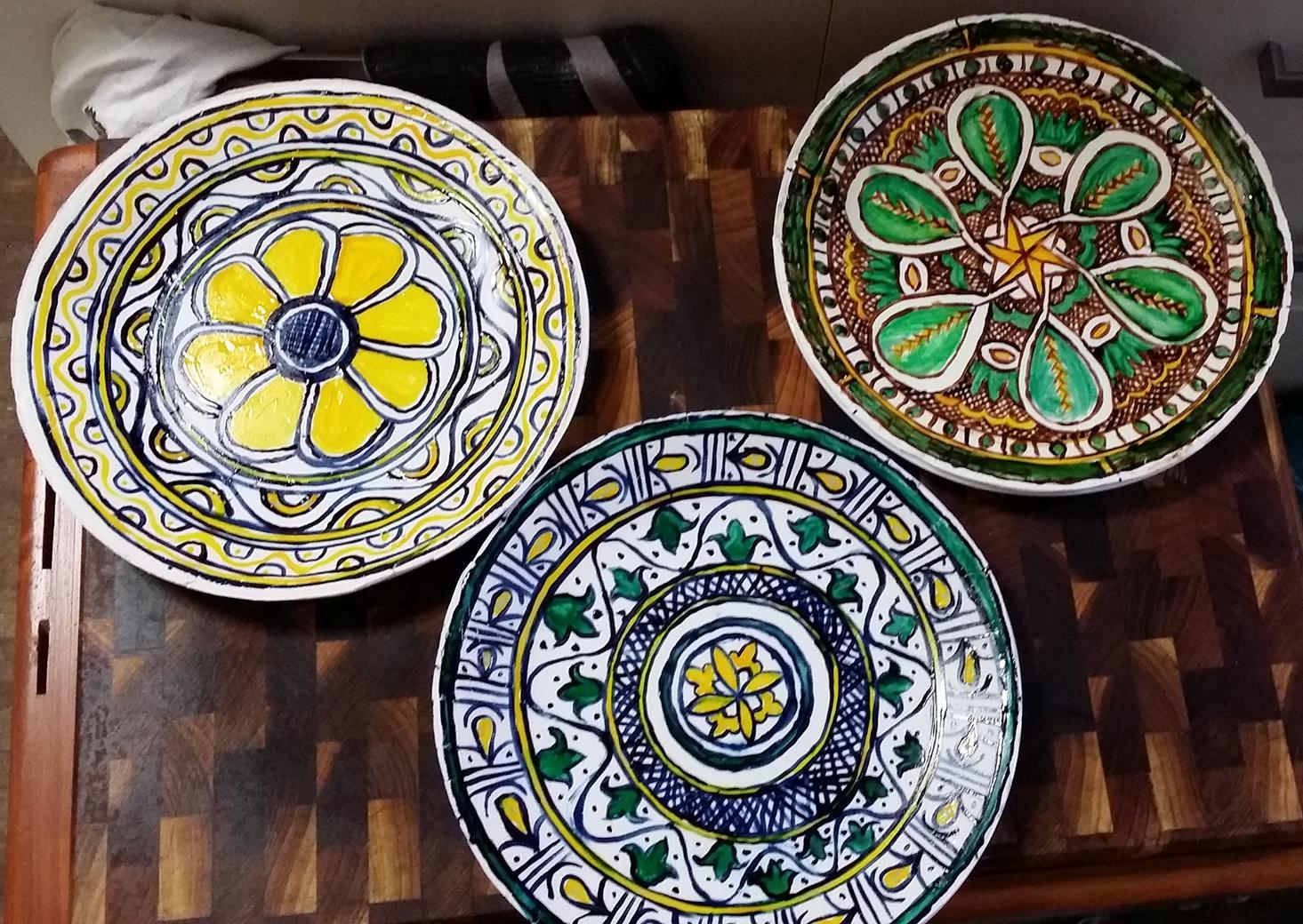 Sugarplate sotelties appearing as 15-16th century Italian ceramic plates. Photo and plates by Mistress Monique de la Maison Rouge, July 2014
