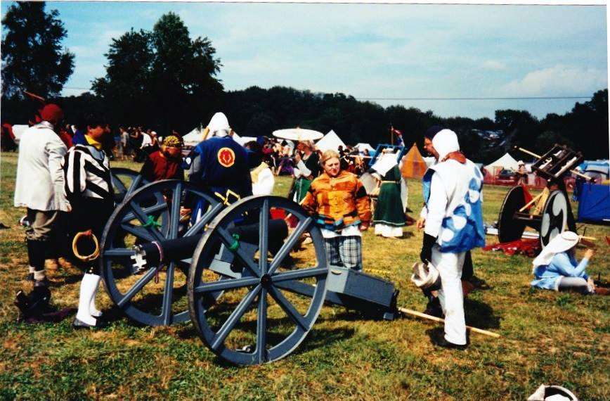 François Henri Guyon and Aelfthrythe of Saxony with the RBG Canon and Ballista At Pennsic War 31 (AS 37, 2002). Photo from Aelfthrythe of Saxony.