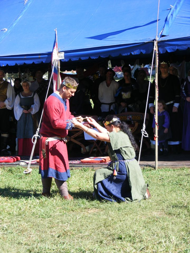 A truce is called at Rowany Festival 2012, with the uneasy alliance between King Siridean II and Queen Margie I being re-established. Photo provided by Countess Margie of Glen More.