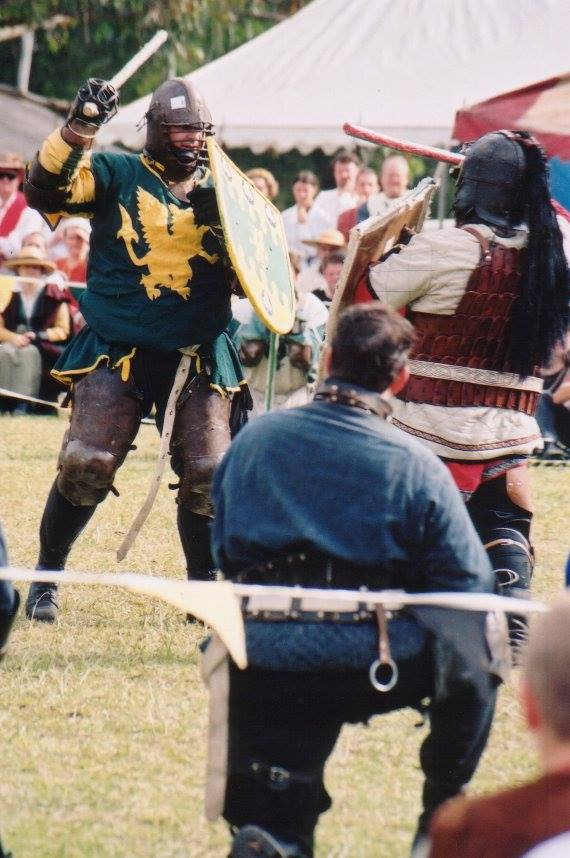 Brusi facing Alfar in the finals of Lochac's First Crown Tournament. Photo by Master John of the Hills, April 2002.