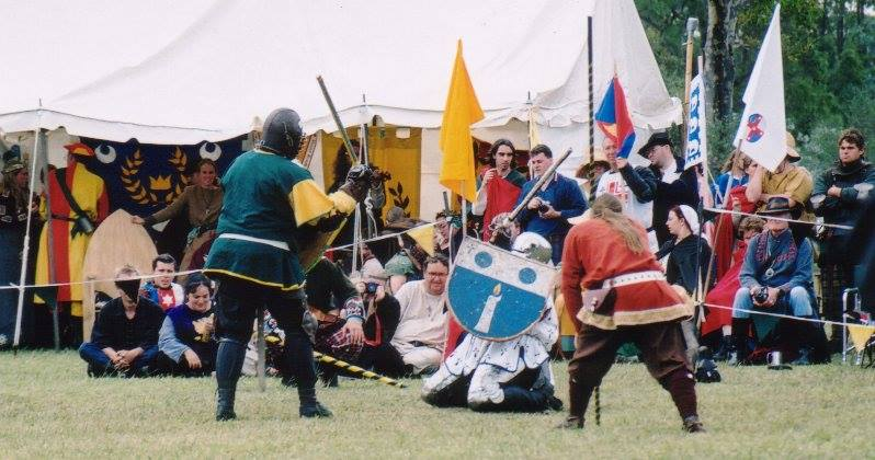 Brusi facing Cornelius in the semi-finals of Lochac's First Crown Tournament. Photo by Master John of the Hills, April 2002.